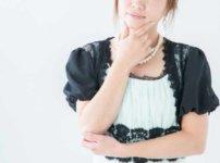 結婚式の余興でプランナーに打ち合わせするか悩む女性