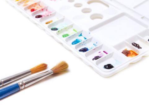 絵の具と筆とパレット