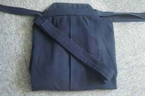 剣道袴のたたみ方8ー1(紐の結び方)