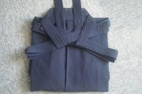 剣道袴のたたみ方9ー2(紐の結び方)