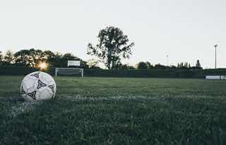サッカー用のグラウンドに取り残されたサッカーボール