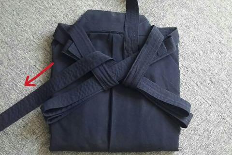 剣道袴のたたみ方10ー1(紐の結び方)