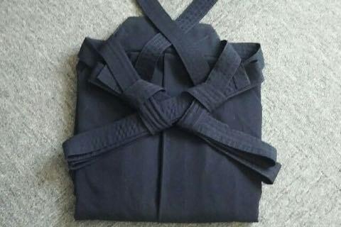 剣道袴のたたみ方10ー3(紐の結び方)