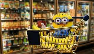 ショッピングカートのなかにミニオン