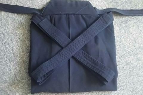 剣道袴のたたみ方8ー2(紐の結び方)
