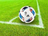 コーナーキック直前のサッカーボール