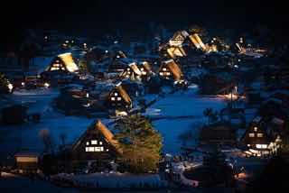 雪の白川郷(夜)