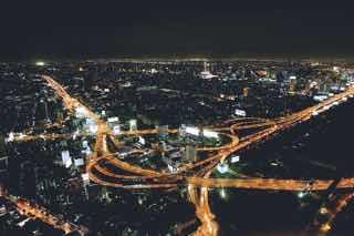 夜の道路のようす