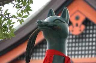 神社のおいなりさんの像