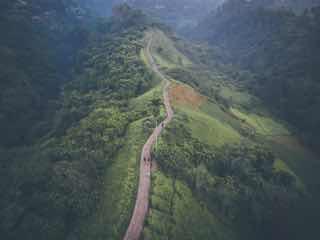 高所からみえる尾根の山道