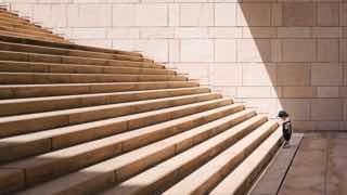 階段と子ども