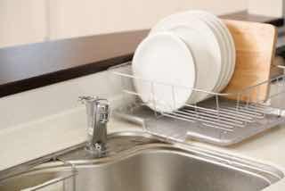 お皿を洗い終わったキッチンのシンク