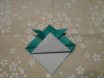 折り紙・兜の折り方⑥