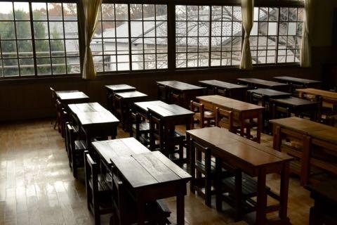 古い校舎の教室