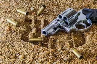 拳銃と弾丸