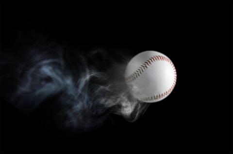 投げられた野球のボール